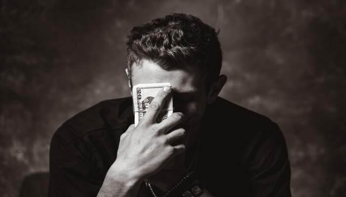 オンラインカジノ 借金返済 難しい