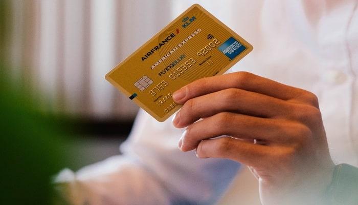 クレジットカード 他人名義